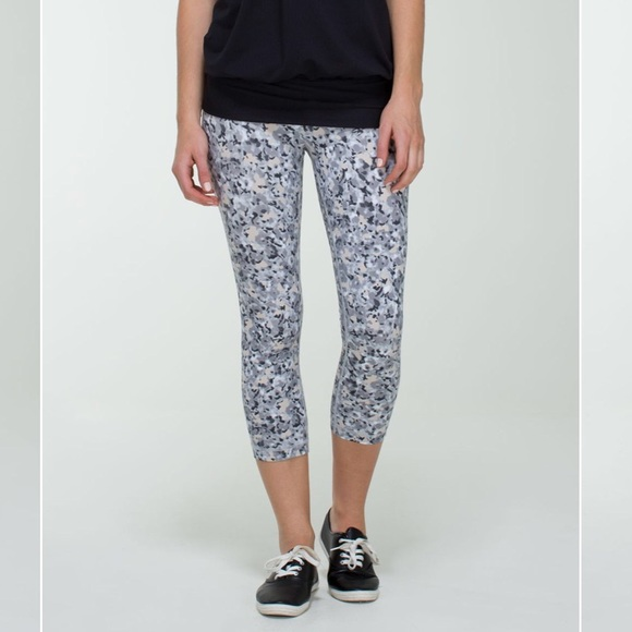 b82e5b3a0a lululemon athletica Pants - Lululemon Wunder Under Crop Not So Petite Fleur